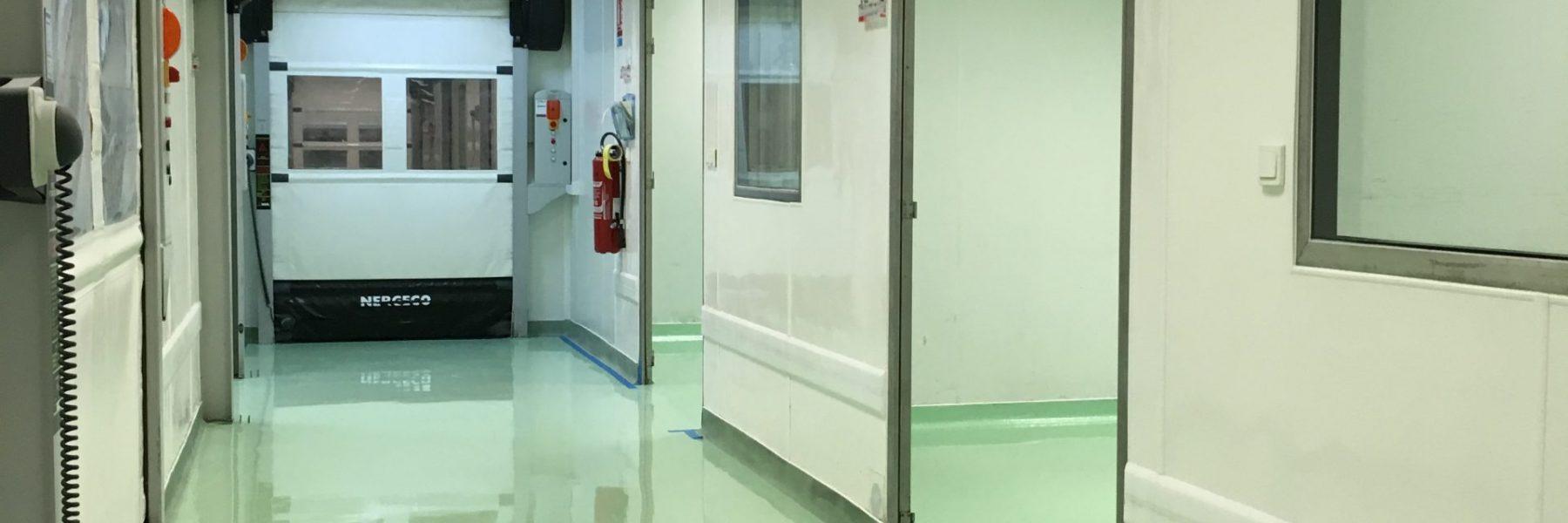Couloir laboratoire pharmaceutique